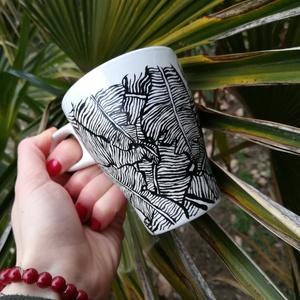 fehér bögre \'levelek1\' mintával, Konyhafelszerelés, Otthon & lakás, Bögre, csésze, Lakberendezés, Egyéb, Festett tárgyak, Fotó, grafika, rajz, illusztráció, Ezt a bögrét a természet ihlette;\nsűrű levélmintája teázás vagy kávézás alkalmával az egzotikus tróp..., Meska