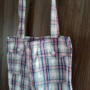 újrahasznosított ing táska, hosszú pánttal, zsebekkel, Táska & Tok, Bevásárlás & Shopper táska, Shopper, textiltáska, szatyor, Újrahasznosított alapanyagból készült termékek, Varrás, Valódi, újrahasznosított ingből varrt válltáska, elöl használható két kis zsebbel.\n~ Méret: 40*31cm\n..., Meska