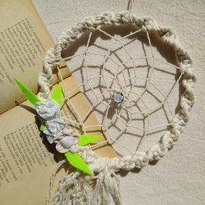 fehér csillanás II natúr fehér álomfogó virágokkal, levelekkel ~ női, kislány szobadísz, Otthon & Lakás, Dekoráció, Álomfogó, Csomózás, Mindenmás, Álomfogó – ez a tárgy megvéd a rossz szellemektől, őrzi álmodat;\nugyanakkor, ha jó alvók vagyunk, pu..., Meska