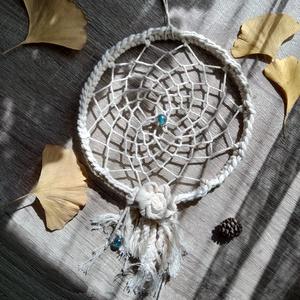kék üveggolyó II natúr fehér álomfogó rózsával ~ női, kislány szobadísz, Otthon & Lakás, Dekoráció, Álomfogó, Csomózás, Mindenmás, Álomfogó – ez a tárgy megvéd a rossz szellemektől, őrzi álmodat;\nugyanakkor, ha jó alvók vagyunk, pu..., Meska