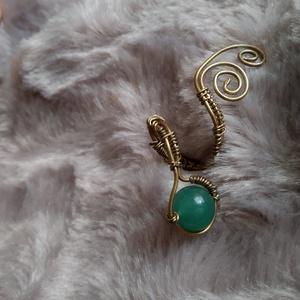 türkiz finomság II drótfonással készített arany fonódó gyűrű ~ aventurin ásvánnyal díszítve, Ékszer, Gyűrű, Fonódó gyűrű, Ékszerkészítés, Mindenmás, Aranyszínű ékszerdrótból formált gyűrű 1 cm-es aventurin ásvánnyal.\nSín szélessége: 3mm\n*\nEgyedi ter..., Meska