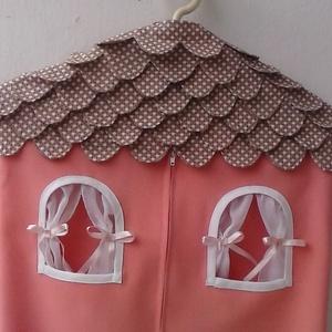 Házikós ovis zsák,ruhazsák, Baba-mama-gyerek, Baba-mama kellék, Varrás, Házikó alakú ovis zsák egyedi darab.Várja,hogy kis gazdája bele pakoljon. Elején két zsebbel,kis ab..., Meska