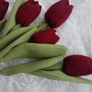 Tulipán, Dekoráció, Húsvéti díszek, Ünnepi dekoráció, Csokor, Baba-és bábkészítés, Varrás, Textilből készült tulipán 25 cm hosszú tetején gyönggyel., Meska