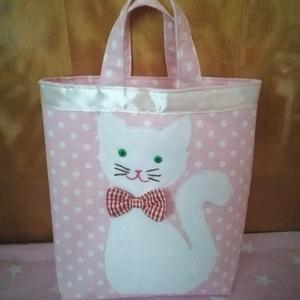cicás kis táska,szatyor (pöttyös vagy csillagos) alapon, Játék & Gyerek, Varrás, Hímzés, Rózsaszín kislány táska elején fehér cicával.\nA cica alak rá van varrva a kis táskára,orra \nbajsza,s..., Meska