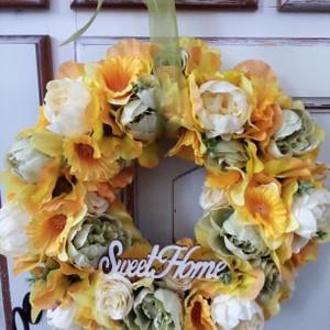 Nárcisz koszorú,ajtódísz, Otthon & lakás, Dekoráció, Lakberendezés, Ajtódísz, kopogtató, Koszorú, Virágkötés, Selyemvirágok felhasználásával készítettem a koszorút a sárga különféle árnyalataiban.Organza szalag..., Meska