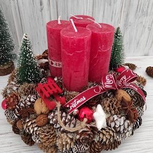Piros adventi koszorú,asztaldísz, Otthon & Lakás, Karácsony & Mikulás, Adventi koszorú, Virágkötés, Tobozok és termések felhasználásával készítettem a koszorút,rusztikus hangulatban.Gömbökkel,szánkóva..., Meska