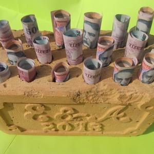 Lyukas ajándék tégla, Nászajándék, Emlék & Ajándék, Esküvő, Kőfaragás, Lyukas téglába faragott személyes felirat.\nA megadott ár 3 betű és 4 szám faragására vonatkozik, lyu..., Meska