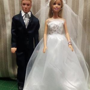 Barbie és Ken esküvői ruha, Gyerek & játék, Játék, Gyerekszoba, Baba játék, Varrás, A nagy napra illő ruhát kell ölteni .\nBarbie tüllszoknyás csipkés felsőjű ruhát,\n Ken mélykék szatén..., Meska