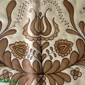 Jászsági mintával festett selyemsál barnában, Magyar motívumokkal, Táska, Divat & Szépség, Női ruha, Ruha, divat, Selyemfestés, 40x150cm méretű kézzel festett selyem sál. Az összegyűjtött jászsági motívumokól saját elképzelés al..., Meska