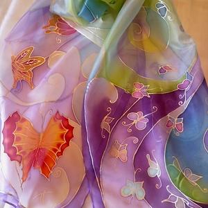 Levegő-pillangó kézzel festett selyemsál, Táska, Divat & Szépség, Női ruha, Ruha, divat, Sál, sapka, kesztyű, Kendő, Selyemfestés, 40x150cm méretű kézzel festett selyem sál. Könnyed, légies, örvénylő mintával, játékos pillangókkal,..., Meska