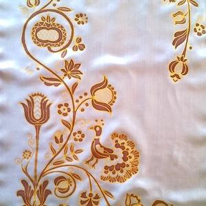 Rábaközi hímzés motívumaival, kézzel festett selyemsál, Magyar motívumokkal, Táska, Divat & Szépség, Női ruha, Ruha, divat, Selyemfestés, 40x150 cm 100% selyem kézzel festett sál.\nA selyemsál mintáját a gazdag Rábaközi hímzés motívumvilág..., Meska