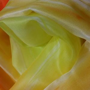 Sárga árnyalataival kézzel festett természetes selyem sál, Táska, Divat & Szépség, Ruha, divat, Kendő, Selyemfestés, 40x150 cm kézzel festett 100% természetes selyemsál.\nA sárga árnyalatok játéka a hosszanti gyűrt min..., Meska