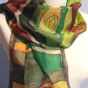 Zöld-barna sávos selyemsál gőzölős technikával, Táska, Divat & Szépség, Ruha, divat, Kendő, Selyemfestés, 35x130cm méretű kézzel festett selyem sál, gőzzel fixálva.  A technikának köszönhető vibráló, ragyog..., Meska