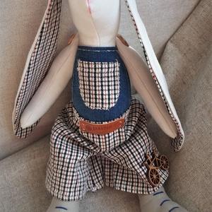 Fiú nyuszi kockás nadrágban textil baba, Tilda baba szabásminta alapján, Játék & Gyerek, Baba & babaház, Baba, Varrás, Baba-és bábkészítés, 38 cm magas textil nyuszi kedves fiús ruhácskában.\nTilda szabásminta alapján készítettem, saját elké..., Meska