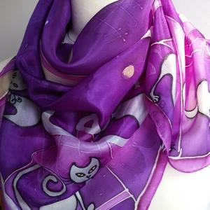 Lila-éj cicás selyemkendő gőzölős technikával, Táska, Divat & Szépség, Ruha, divat, Kendő, Selyemfestés, 90x90 cm méretű kézzel festett selyem kendő, gőzzel fixálva.  A technikának köszönhető vibráló, ragy..., Meska