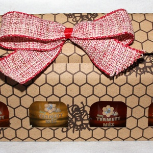 Négy íz-négy élmény díszdobozban, Karácsony & Mikulás, Élelmiszer előállítás,  Egyszerű de nagyszerű karácsonyi ajándék lehet ez a díszdoboz, 4 kiváló fajta mézzel töltött üvegcs..., Meska