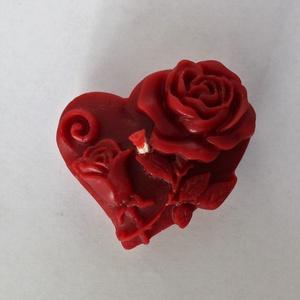 Rózsás szív méhviaszgyertya, Otthon & Lakás, Dekoráció, Szív alakú rózsás100% méhviaszból készült gyertya. Mérete: 6cm széles , 2 cm magas .  Bármilyen alka..., Meska