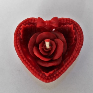 Szívecskés rózsa méhviaszgyertya, Otthon & Lakás, Dekoráció, Úszó gyertya . Szív alakú rózsás100% méhviaszból készült gyertya. Mérete: 6cm széles , 2,5cm magas ...., Meska