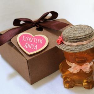 Anyák napi lány mézes maci díszdobozban világos rózsaszín masnival, Élelmiszer, Méz & Propolisz, Élelmiszer előállítás, Anyák napjára készült díszdoboz. Édesanyáknak. nagymamáknak, dédimamáknak, választható feliratos táb..., Meska