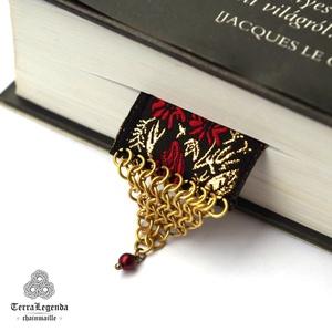 Könyvbarát könyvjelző - bordó és arany rózsa motívumos díszszalag, réz chainmaille (TerraLegenda) - Meska.hu
