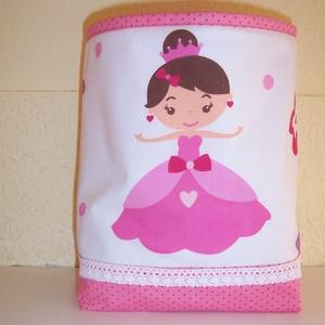 Hercegnős textil tároló , Otthon, lakberendezés, Baba-mama-gyerek, Lakástextil, Gyerekszoba, Varrás, Hercegnőt ábrázoló pamutvászon és pink pöttyös anyagból készült ez a textiltároló.  Oldala táskamer..., Meska