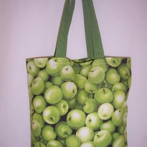 Zöld alma mintás táska , Táska, Táska, Divat & Szépség, Válltáska, oldaltáska, Szatyor, NoWaste, Varrás, Zöld alma mintás 100 % vékony vászon anyagból készült ez a táska!\n\nOldalán és alján dupla varrással ..., Meska