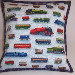Vonatos párna  (textilcseppek) - Meska.hu