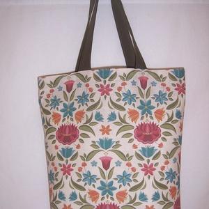 Virág mintás táska normál füllel , NoWaste, Táska, Divat & Szépség, Táska, Szatyor, Varrás, Nagyon szép virág mintás vastagabb vászonanyagból készítettem ezt a táskát.\n\nOldalán és alján dupla ..., Meska