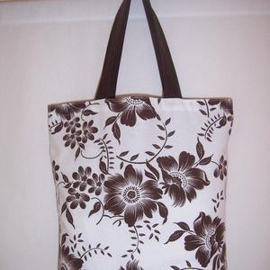 Fehér barna virág mintás táska normál füllel , NoWaste, Táska, Divat & Szépség, Táska, Szatyor, Válltáska, oldaltáska, Varrás, Fehér barna virág mintás vastagabb vászonanyagból készítettem ezt a táskát.\n\nOldalán és alján dupla ..., Meska