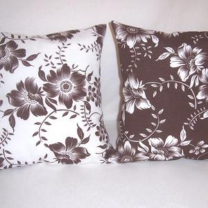 Fehér barna virág mintás párna  (textilcseppek) - Meska.hu