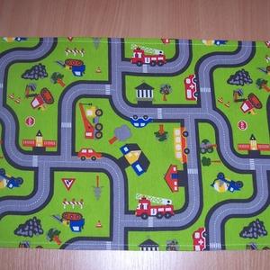 Hordozható autópálya versenyautó mintás , Gyerek & játék, Gyerekszoba, Játék, Készségfejlesztő játék, Varrás, Autópálya mintás bútorvászonból készült ez a gyerekjáték.\n\nKönnyen összehajtható, a gyerekek magukka..., Meska