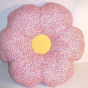 Virág párna rózsaszín , Otthon & lakás, Dekoráció, Lakberendezés, Lakástextil, Párna, Varrás, Fehér piros virág mintás anyagból készítettem ezt a virág párnát\n\nKiváló minőségű beavatott anyagból..., Meska