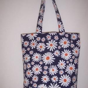 Sötétkék fehér virágos táska , Táska, Divat & Szépség, Táska, Szatyor, Válltáska, oldaltáska, NoWaste, Bevásárló zsákok, zacskók , Varrás, Sötétkék virág mintás vastagabb vászonanyagból készítettem ezt a táskát.\n\nOldalán és alján dupla var..., Meska