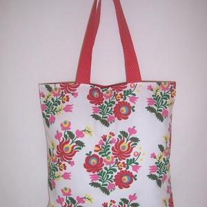 Textiltáska kalocsai mintás fehér , NoWaste, Bevásárló zsákok, zacskók , Táska, Divat & Szépség, Táska, Szatyor, Válltáska, oldaltáska, Varrás, Fehér alapon piros kalocsai mintás 100% vékony vászonanyagból készítettem ezt a táskát.\n\nOldalán és ..., Meska