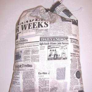 Kenyeres zsák férfiaknak PUL béléssel fehér újság mintás, NoWaste, Bevásárló zsákok, zacskók , Otthon & lakás, Konyhafelszerelés, Kenyértartó, Férfiaknak, Varrás, Szeretnéd a konyhában is kiváltani a műanyag zacskókat?\n\nTárold a kenyeret, pékárút textilzsákban PU..., Meska