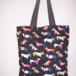 Fekete színes tacskó mintás táska , Shopper, textiltáska, szatyor, Bevásárlás & Shopper táska, Táska & Tok, Varrás, Fekete alapon színes tacskó mintás 100 % vékony vászon anyagból készítettem ezt a táskát!\n\nPöttyös f..., Meska