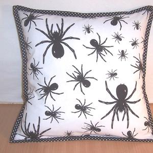 Pók mintás párna  (textilcseppek) - Meska.hu