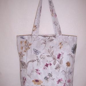 Szürke virágmintás táska , Táska & Tok, Bevásárlás & Shopper táska, Shopper, textiltáska, szatyor, Varrás, Szürke virág mintás vastagabb vászonanyagból készítettem ezt a táskát.\n\nOldalán és alján dupla varrá..., Meska