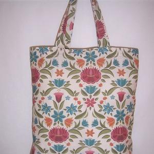 Virág mintás táska normál füllel , Táska & Tok, Bevásárlás & Shopper táska, Shopper, textiltáska, szatyor, Varrás, \nNagyon szép virág mintás vastagabb vászonanyagból készítettem ezt a táskát.\n\nOldalán és alján dupla..., Meska