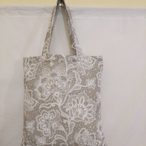 Drapp csipkemintás táska normál füllel, Táska & Tok, Bevásárlás & Shopper táska, Shopper, textiltáska, szatyor, Varrás, \nGyönyörű csipkemintás vastagabb vászonanyagból készítettem ezt a táskát.\n\nOldalán és alján dupla va..., Meska