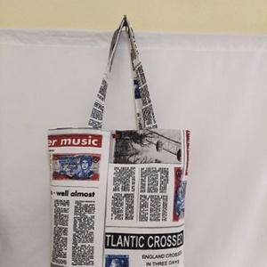 Újság mintás táska , Táska & Tok, Bevásárlás & Shopper táska, Shopper, textiltáska, szatyor, Varrás, Újság mintás vastagabb vászonanyagból készítettem ezt a táskát.\n\nOldalán és alján dupla varrással.\n\n..., Meska