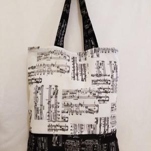 Drapp-fekete hangjegy mintás táska , Táska & Tok, Bevásárlás & Shopper táska, Shopper, textiltáska, szatyor, Varrás, Drapp-fekete hangjegy mintás 100 % vékony vászon anyagból készítettem ezt a táskát!.\n\nOldalán és alj..., Meska