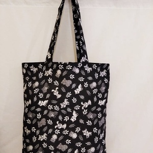 Fekete állat mintás táska , Táska & Tok, Bevásárlás & Shopper táska, Shopper, textiltáska, szatyor, Varrás, Fekete alapon állat mintás 100 % vékony vászon anyagból készítettem ezt a táskát!\n\nOldalán és alján ..., Meska