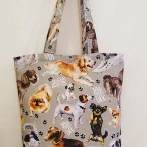 Szürke sok kutya mintás táska , Táska & Tok, Bevásárlás & Shopper táska, Shopper, textiltáska, szatyor, Varrás, Szürke alapon sok kutya mintás vastagabb vászonanyagból készítettem ezt a táskát.\n\nOldalán és alján ..., Meska