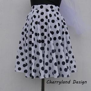 Cherryland Design Fehér alapon fekete Pöttyös Rockabilly szoknya., Táska, Divat & Szépség, Női ruha, Ruha, divat, Szoknya, Esküvői ruha, Varrás, Fehér alapon fekete Pöttyös Rockabilly szoknya\n\nNagy Pöttyös Pamutvászonból  készült,  széles derékp..., Meska