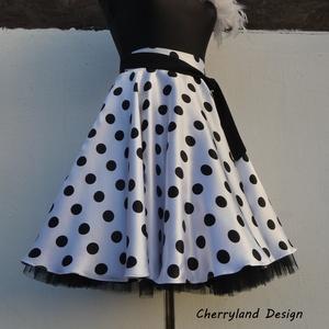 Cherryland Design Fehér alapon fekete Pöttyös Rockabilly szoknya./Alsószoknyával, Táska, Divat & Szépség, Női ruha, Ruha, divat, Szoknya, Esküvői ruha, Varrás, Fehér alapon fekete Pöttyös Rockabilly szoknya/Alsószoknyával\n\nPöttyös szaténból készült,  széles de..., Meska