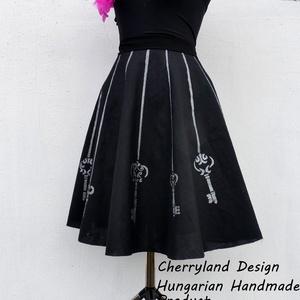 """Cherryland Design Kulcsos Szoknya ., Szoknya, Női ruha, Ruha & Divat, Varrás, Festészet, Cherryland Design limitált szériás kollekciójának legújabb darabja. \n\""""Kulcsos\"""" Saját tervezésű,kézze..., Meska"""