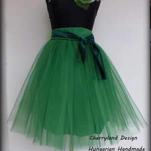 Cherryland Design  Zöld Tüll Szoknya/Green Tulle Skirt., Táska, Divat & Szépség, Ruha, divat, Gyerekruha, Női ruha, Szoknya, Varrás, Cherryland Design Zöld Tüll Szoknya\nEgyedi méretek alapján , megrendelésre készül.\nA szoknya elkészí..., Meska