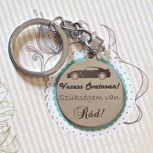 Kulcstartó autósoknak, Karácsony & Mikulás, Fémmegmunkálás, Gravírozás, pirográfia, Tökéletes  szívet melengető és szemet gyönyörködtető ajándék. Mert mindenki hazavárnak! Kérd egyedi ..., Meska