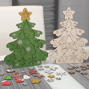 Festhető karácsonyfa felakasztható díszekkel - Meska.hu